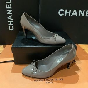 New Auth CHANEL Classic Pump